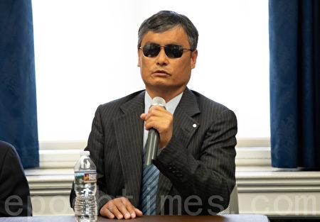 維權律師陳光誠將中共對宗教信仰的打壓稱作是一場「魔性與佛性的博弈」。(林樂予/大紀元)