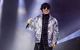 盧廣仲銀色夾克時髦 飆唱《我愛你》動感開場