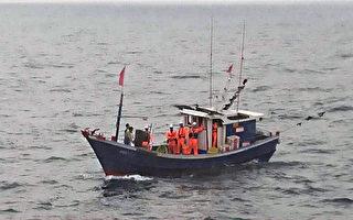 澎湖海巡查扣越界陸船 銷毀豬肉罐頭