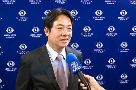 4月28日晚間,前行政院長賴清德在開演前特別前來向神韻藝術團致意。(新唐人電視台)