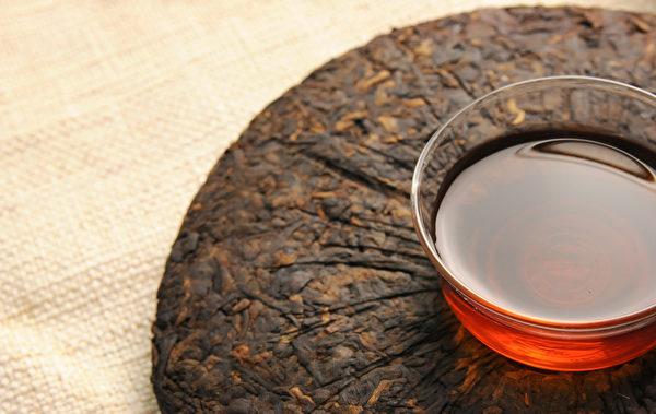 普洱茶经过发后产生的天然酵素,可以分解腹部脂肪,减少血液中三酸甘油脂与胆固醇。(Shutterstock)