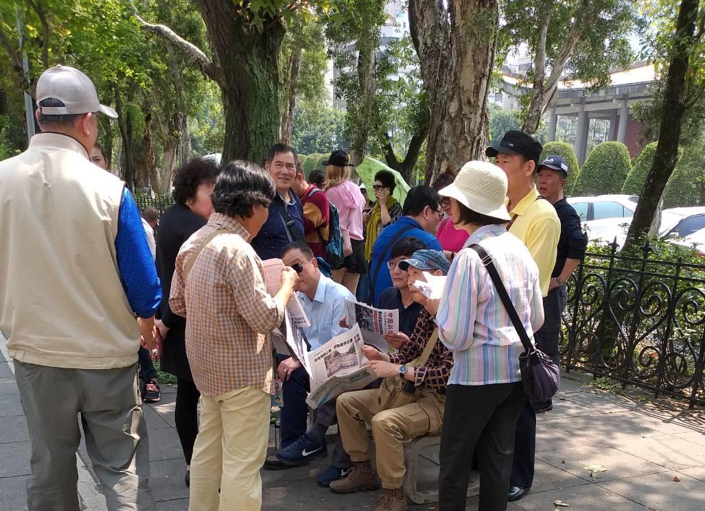 台灣國父紀念館景點上 大陸人的「指路燈」