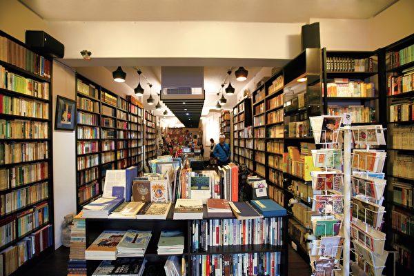 「舊香居」收集舊書水準高 愛書客絡繹不絕