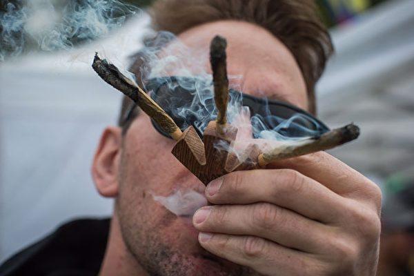 「4.20」將至,每年在溫哥華日落海灘公園(Sunset Beach)舉行的非法大麻集會也將捲土重來。(加通社)