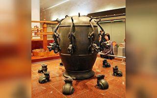 台中国立自然科学博物馆—候风地动仪模型。(林仕杰/大纪元)