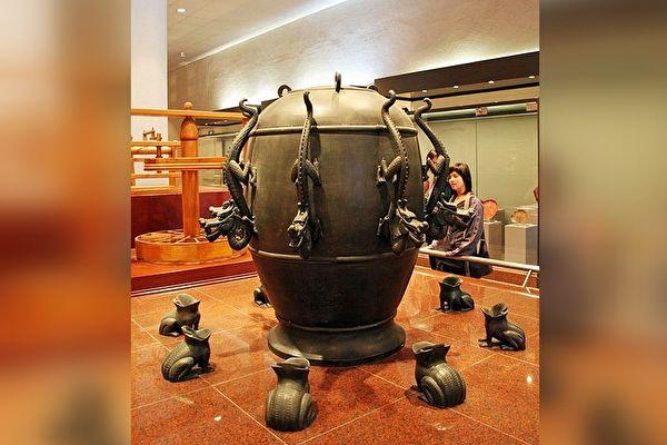 台中國立自然科學博物館—候風地動儀模型。(林仕傑/大紀元)