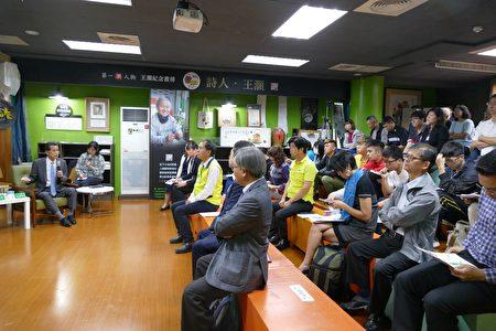 日本茨城县笠间市市长山口伸树回答现场民众提问。