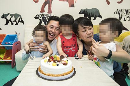 林智堅送蛋糕祝福蘇亭女士母親節快樂