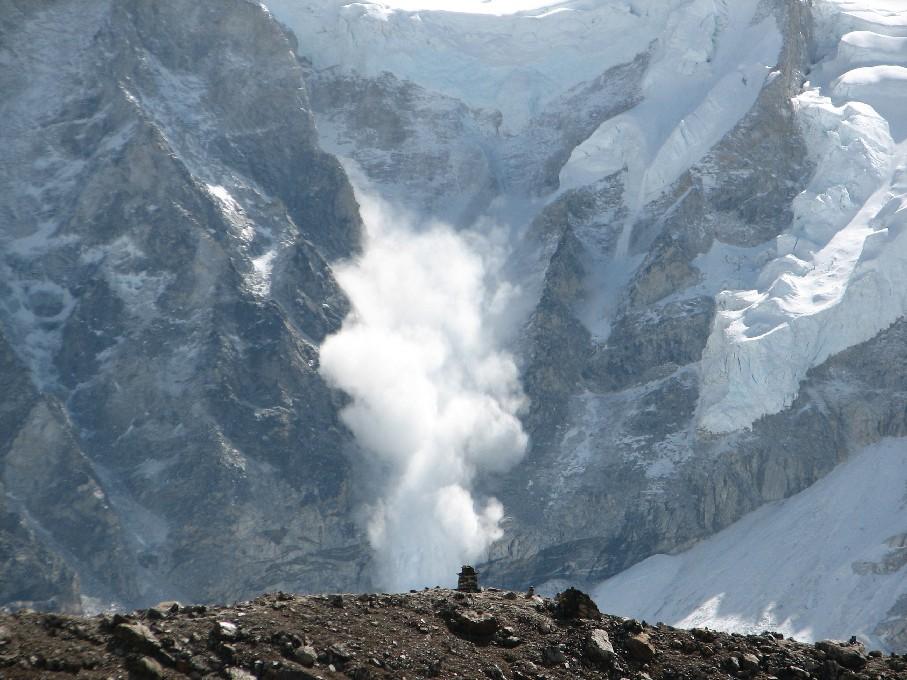 加拿大洛磯山脈雪崩 3世界級登山者恐遇難