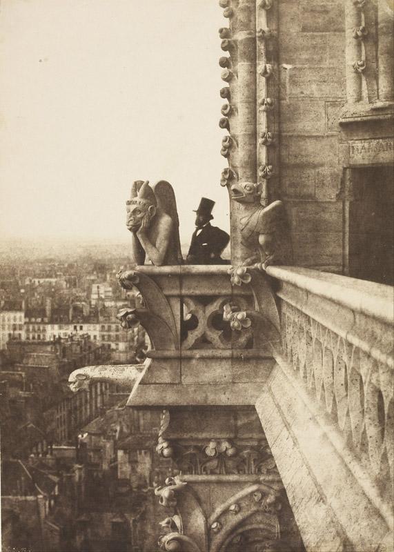 攝影界先驅查理斯·奈格赫1851年的作品《吸血鬼》,前方即是「思提志」(Stryge)。巴黎奧塞美術館藏。(公有領域)