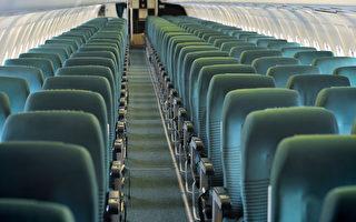 兩名世界最強彪形大漢 擠在相鄰飛機座位