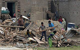 尼泊尔遭严重雷雨袭击 至少25人死400人伤