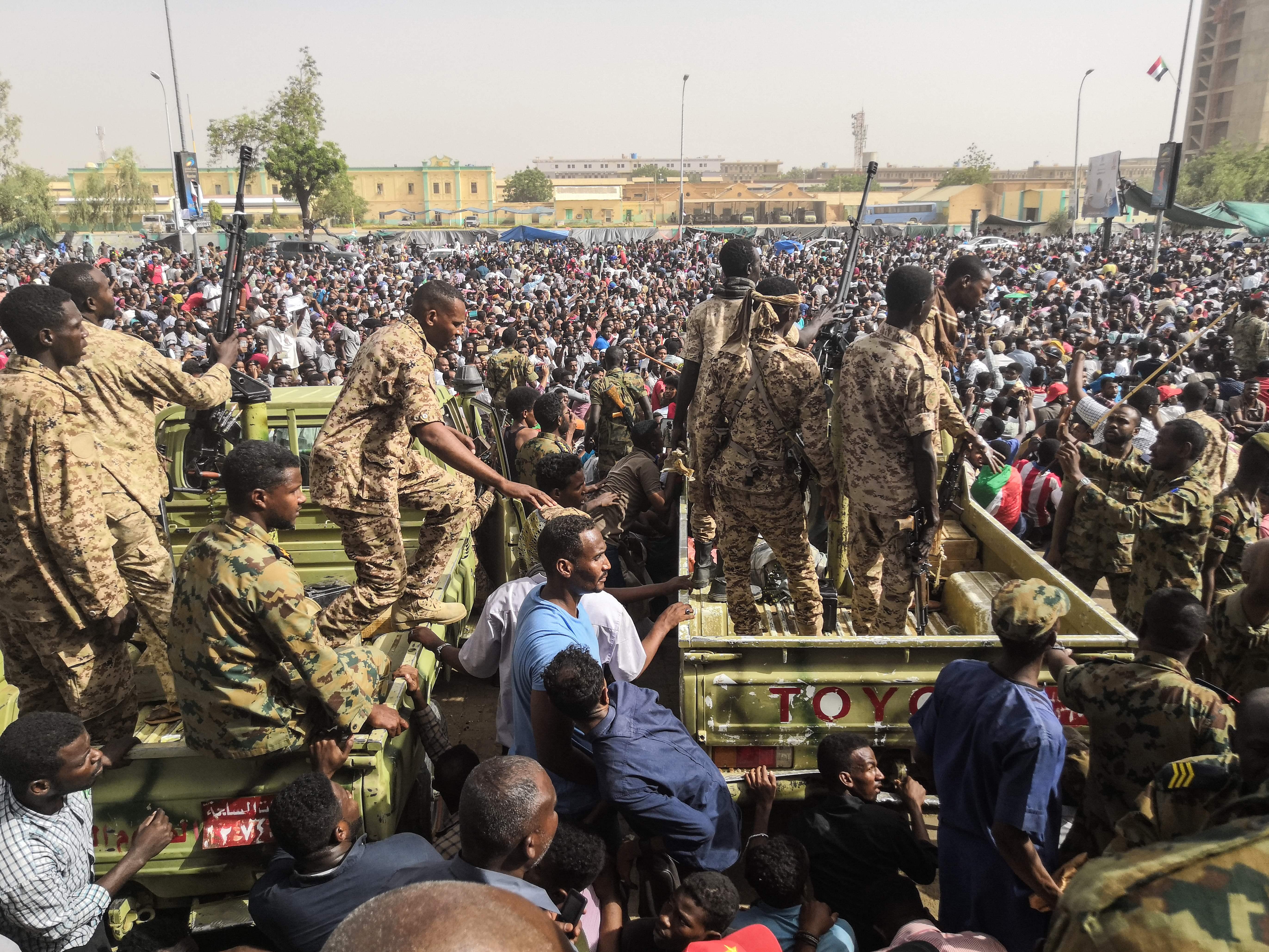 蘇丹變天 軍方宣佈解除總統巴希爾職務
