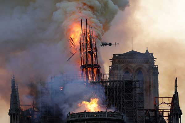 巴黎聖母院大教堂大火。(GEOFFROY VAN DER HASSELT/AFP/Getty Images)