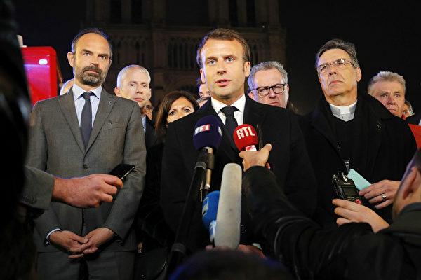 法國總統馬克龍表示,最糟糕的情況已避免,「我們將共同重建聖母院」。(PHILIPPE WOJAZER/AFP/Getty Images)