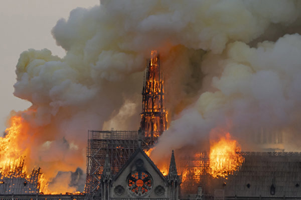【直播】巴黎聖母院大教堂大火 兩塔倖免
