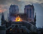 4月15日,巴黎著名地標聖母院(Notre-Dame Cathedral)慘遭祝融肆虐,屋頂幾乎全毀。有人發現熊熊火焰中出現耶穌身影及人臉,引發網友熱議。