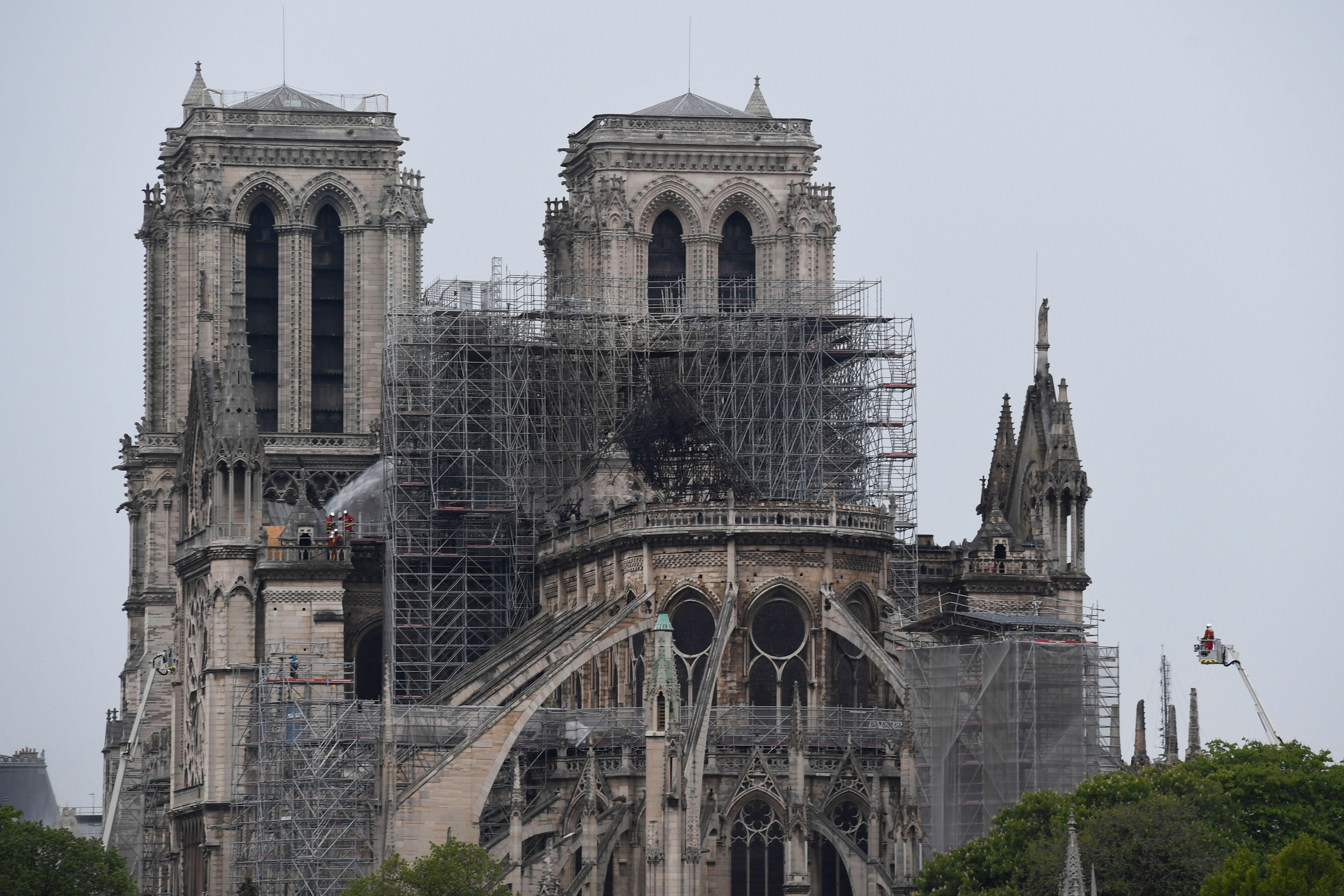 巴黎聖母院大火 官方救火影片場景令人心痛