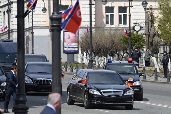 26日下午3點,金正恩結束訪俄行程提前返朝。(KIRILL KUDRYAVTSEV/AFP/Getty Images)