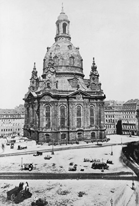 The Frauenkirche cathedral in Dresden, circa 1870. (Photo by Hulton Archive/Getty Images)