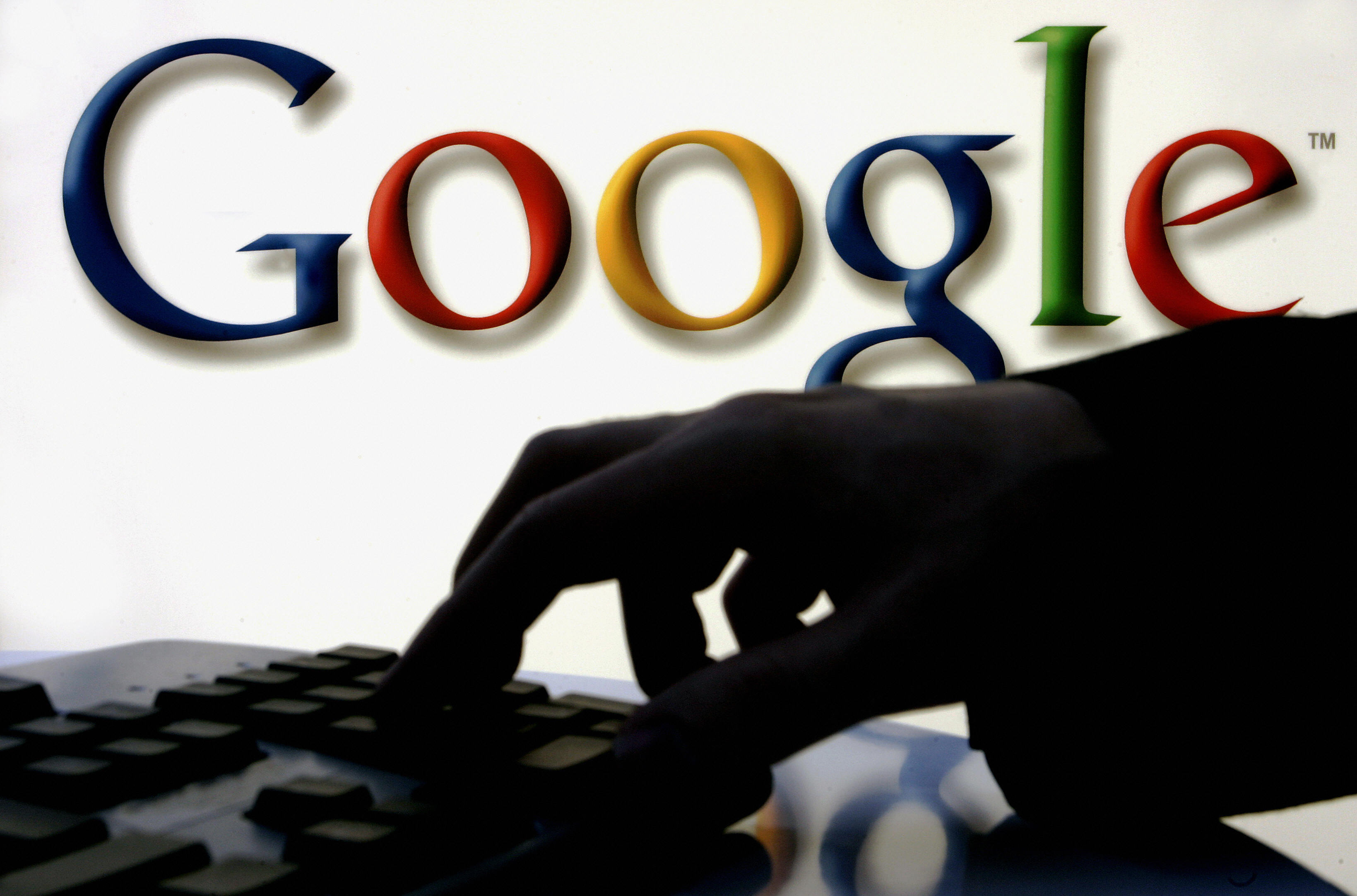 谷歌搜尋引擎現在有了以日期篩選搜尋結果的功能。圖為谷歌的logo。(TORSTEN SILZ/AFP/Getty Images)