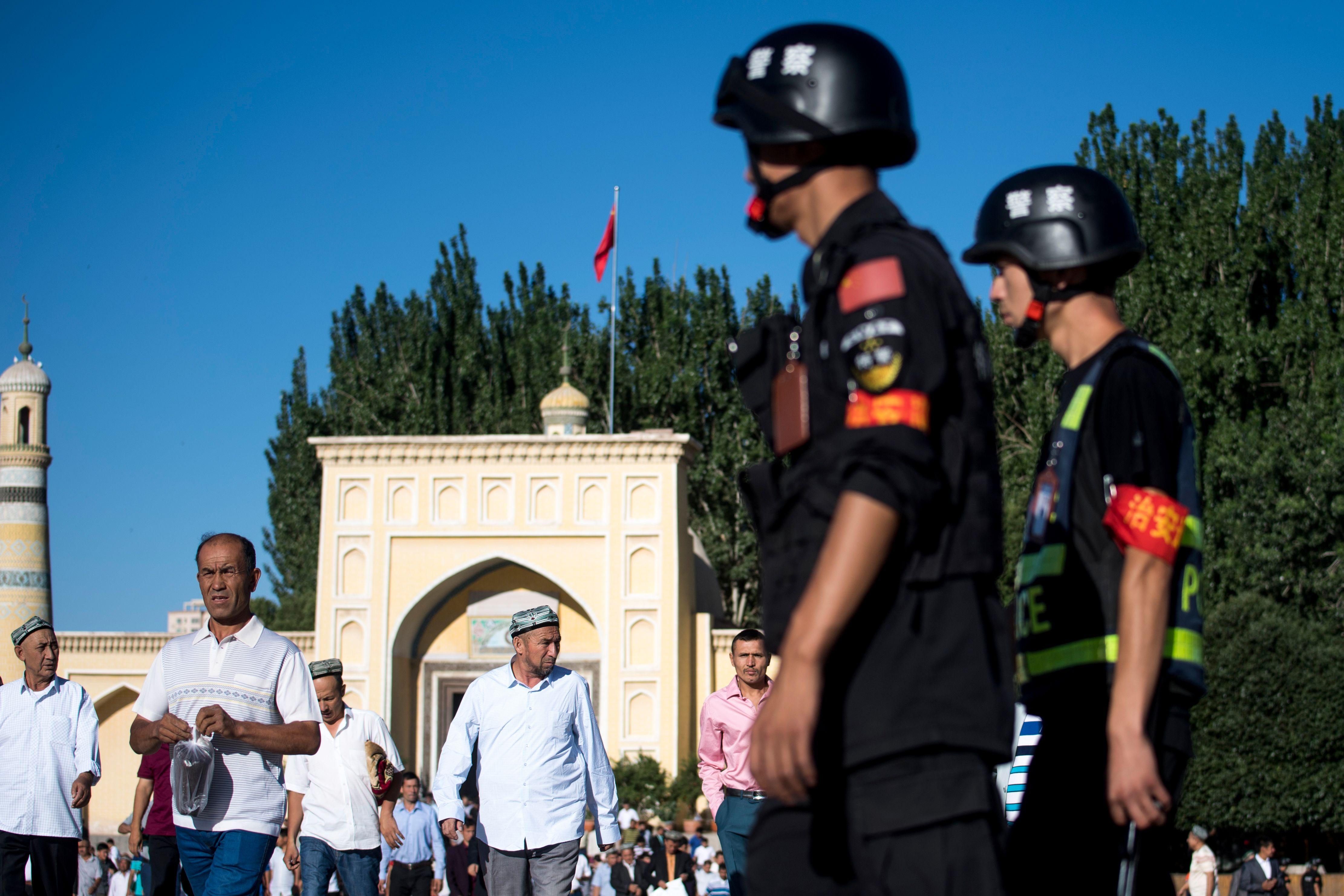 美東時間周三(4月3日),四十多位兩黨國會議員致函特朗普政府高級官員,要求對涉嫌侵犯穆斯林人權的中共採取嚴厲的制裁措施,實施對像包括中共高級官員(陳全國)及中國公司。 (JOHANNES EISELE/AFP/Getty Images)