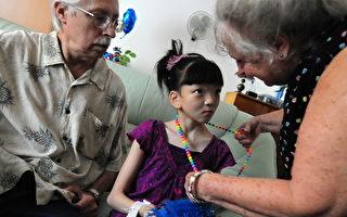 中国养女有亲妹 美国养母想领养让姐妹团聚