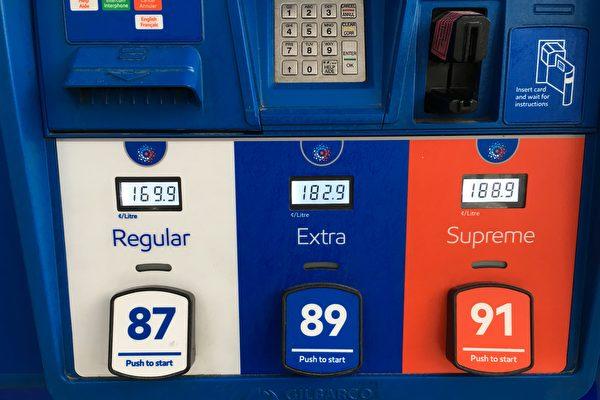 週五(4月12日),大溫哥華地區的加油站油價z最高達到了$1.699/升。(童宇/大紀元)