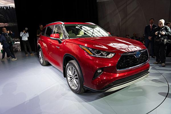 2019纽约国际车展,丰田(Toyota)推出全新第四代汉兰达SUV,新车将提供混合动力版选择。(戴兵/大纪元)
