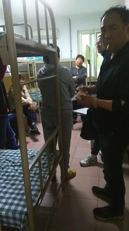 上海訪民被攔截後送到北京南站的接濟中心。(受訪者提供)