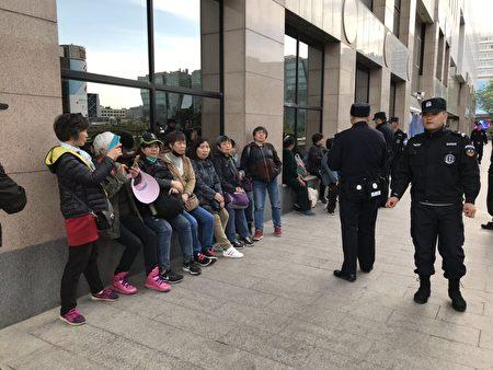 上海訪民13人西單飯店吃飯被抓。(受訪者提供)