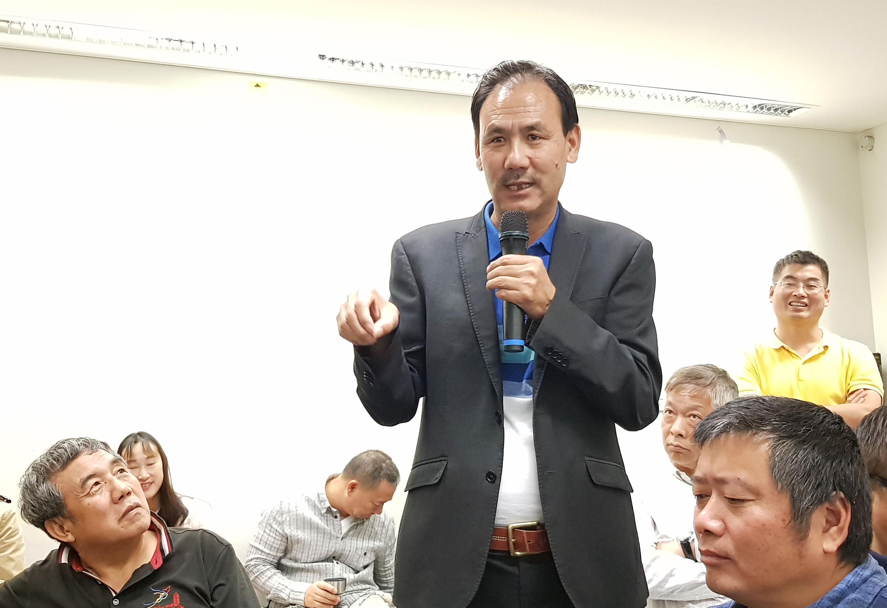 澳洲西藏華人聯絡官格桑堅參發言,揭露「澳洲藏族同胞聯誼會」是中共統戰部扶持的。(駱亞/大紀元)
