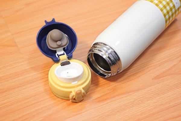 保溫杯清潔不當,容易累積異味、污垢或細菌。怎樣清洗保溫杯才正確?(Pixabay)