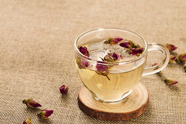 春季養生應順應四時變化,調整作息、運動與飲食,並適時用茶飲調養。(Shutterstock)
