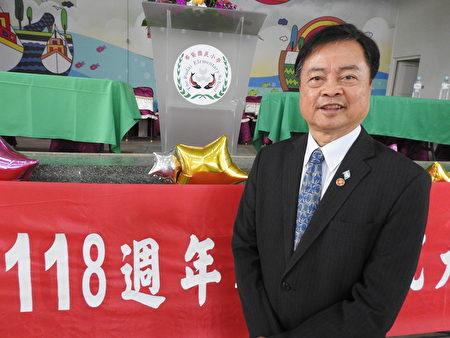 在布袋国小118周年校庆活动中,杰出校友蔡武璋(如图)特地从台北返乡参加,并接受本报采访。