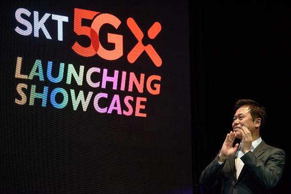 SK電信首席執行官Park Jin-hyo4月3日在5G網絡發佈會上講話。(Ed Jones/AFP/Getty Images)