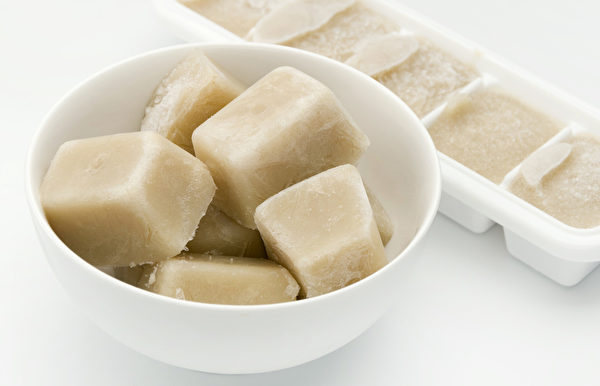 金针菇冰冻食用,可提升肠胃对金针菇的吸收率,增强瘦小腹的作用。(Shutterstock)