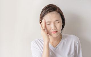 出現長痘痘、嘴破等上火症狀,就吃清熱藥物,其實是錯的。(Shutterstock)
