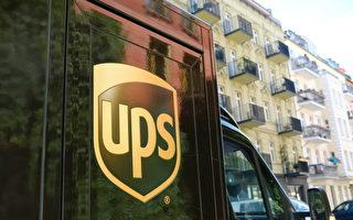组图:美UPS司机与行驶路线中的小狗合照