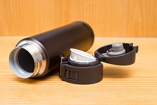 不鏽鋼保溫杯、鐵氟龍塗層保溫杯、陶瓷保溫杯等都有什麼優缺點?(Shutterstock)