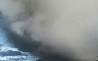 印尼火山再次喷发 火山灰高达2公里