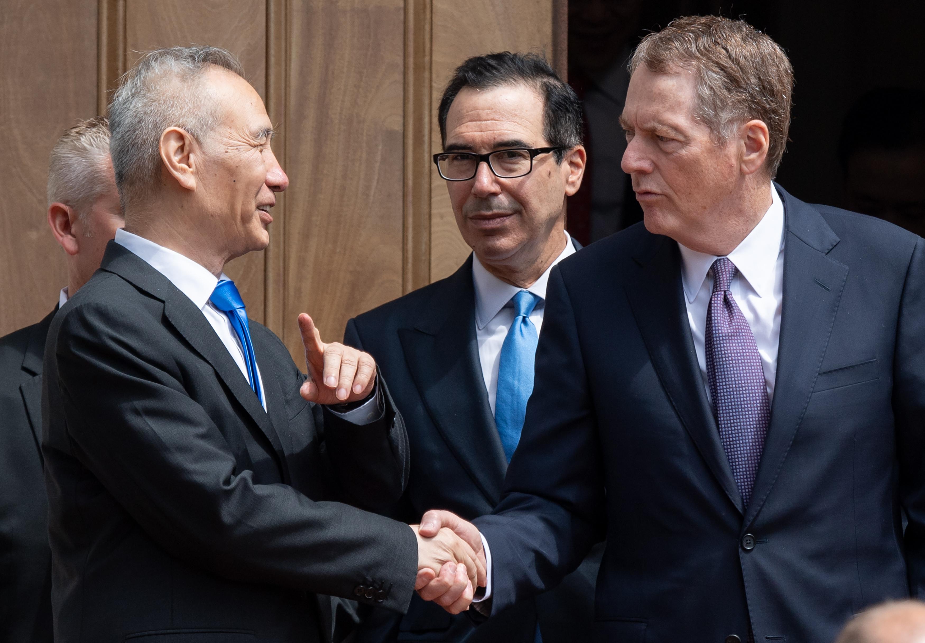 知情人士透露,由於中美上一輪貿易談判陷入僵局,特朗普政府決定對中國華為公司實施禁令。圖為劉鶴5月初赴美貿易談判。(SAUL LOEB / AFP)