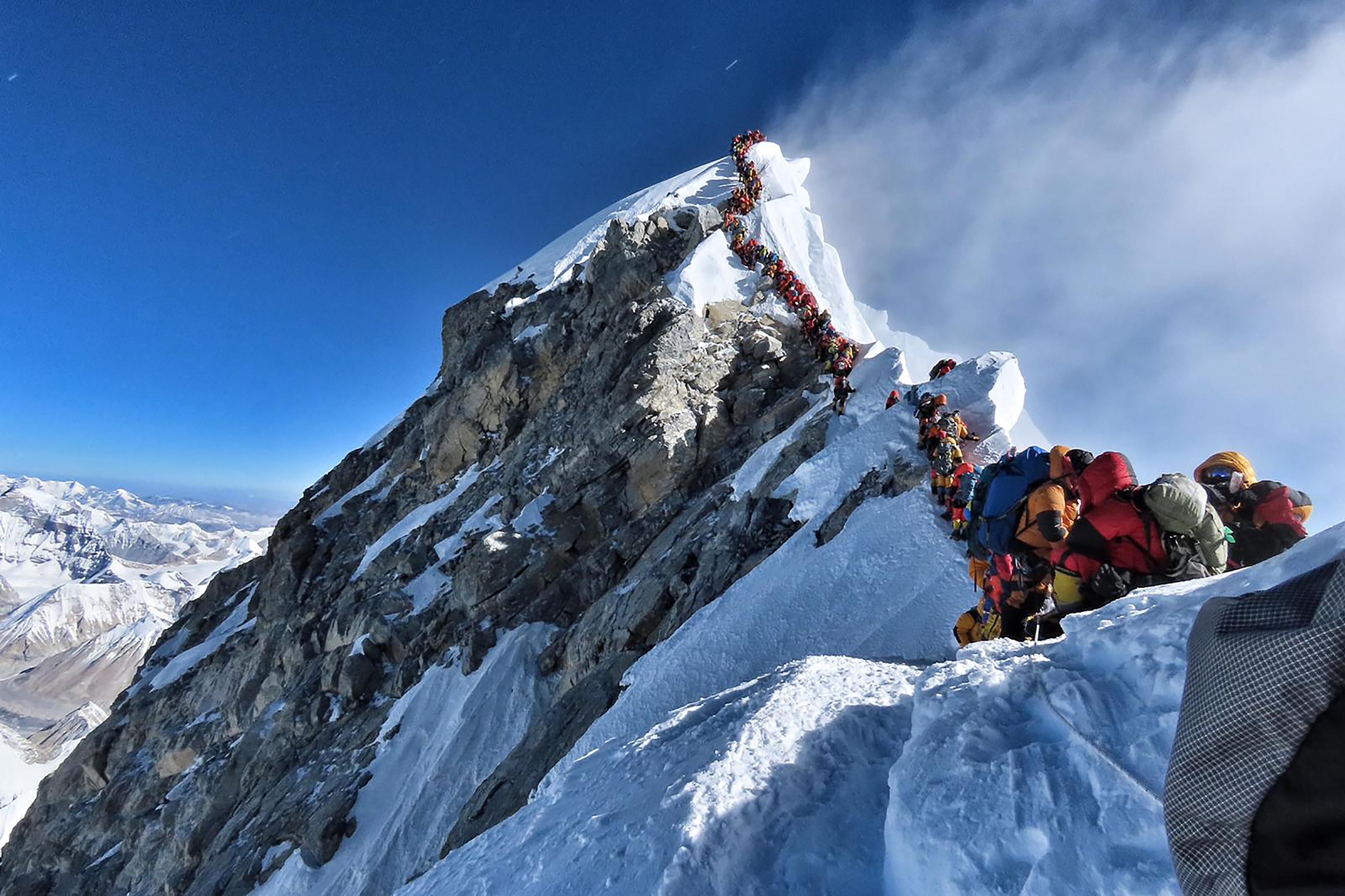 珠峰攻頂排長龍 登山客長時間等候釀5死