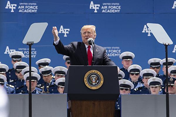 美国总统川普(特朗普)发推文说,将自6月10日起,对所有输美墨西哥商品课征5%关税。