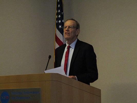 美國國家民主基金會(National Endowment for Democracy,NED)主席卡爾‧格什曼(Carl Gershman) 。(李辰/大紀元)
