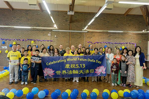 法輪功學員在南澳阿德萊德的福樂頓(Fullarton)社區中心舉行慶祝活動。