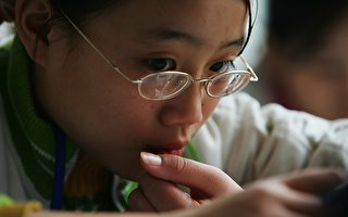 大陆高中生近视率达81% 源头在儿童期