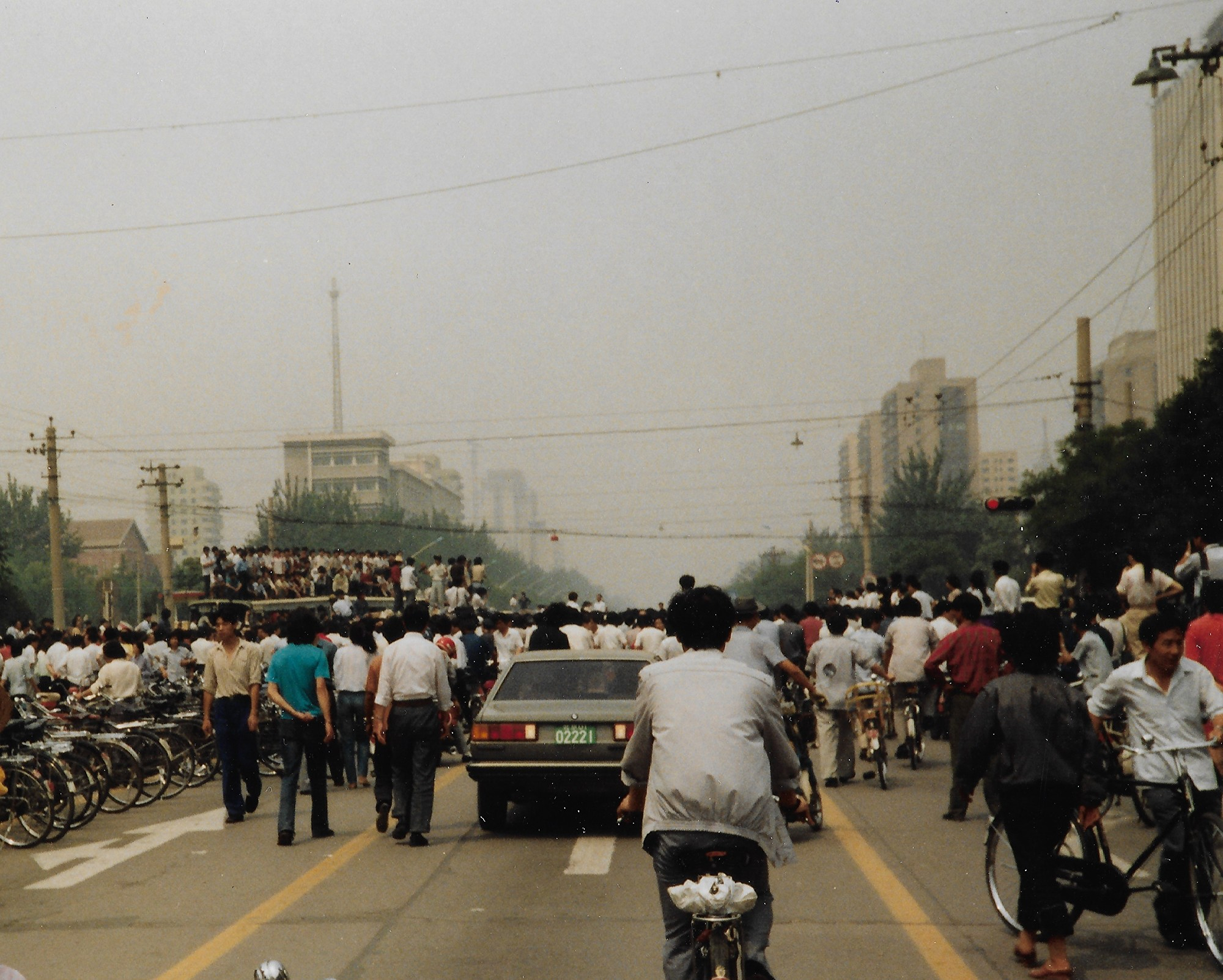 1989年6月3日上午,天安門廣場往西的長安街,西單路口附近。(王珍提供)