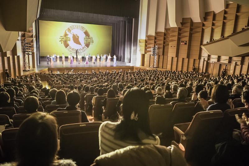 2019年1月28日晚間神韻世界藝術團在日本東京著名的文京市民音樂廳(Bunkyo Civic Hall)舉行了首場演出。(余鋼/大紀元)