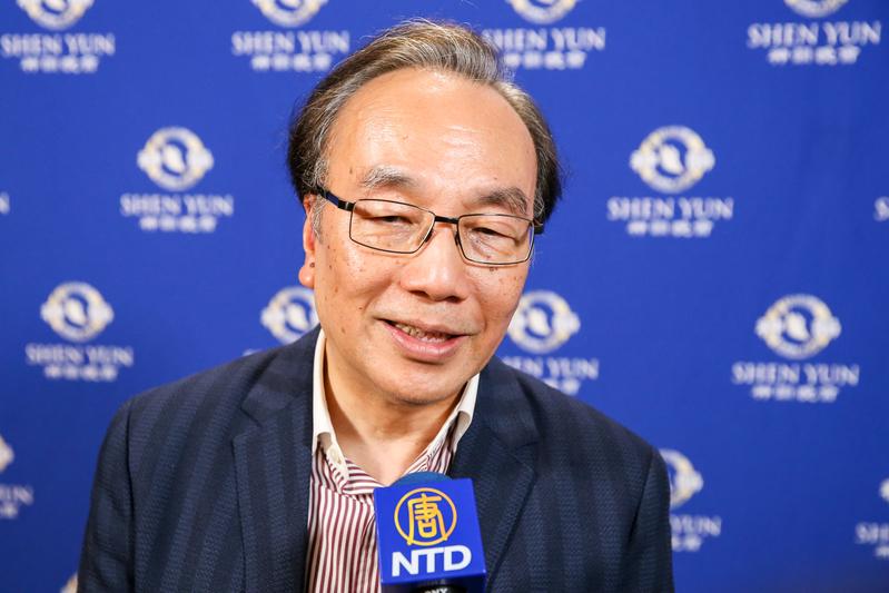 2019年4月13日晚上,香港公民黨主席梁家傑觀賞神韻世界藝術團在台北國父紀念館的演出。(白川/大紀元)